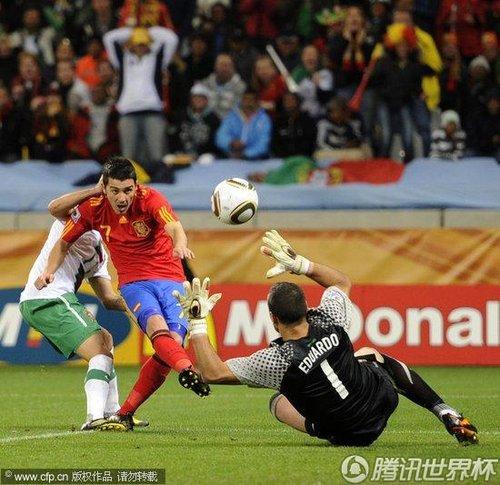 图文:西班牙VS葡萄牙 比利亚射门得分