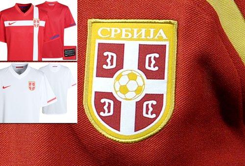 塞尔维亚国家队球衣——红色为主色