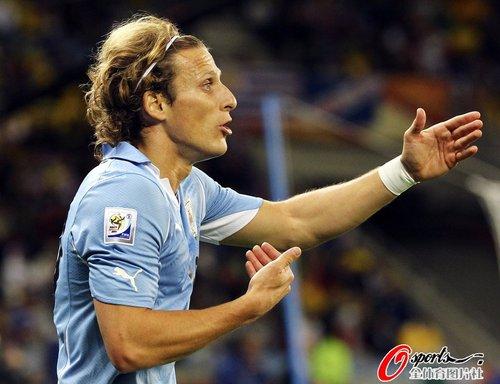 图文:A组法国VS乌拉圭 弗兰手势示意