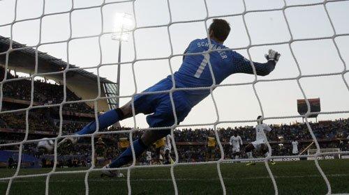 图文:加纳VS澳大利亚 吉安点球扳平比分_201