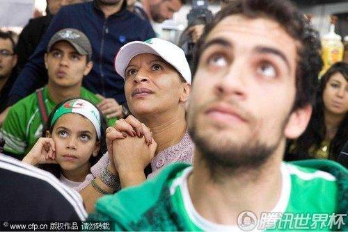 2010世界杯C组:阿尔及利亚球迷巴黎观战 热情高涨人满为患