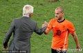 图文:荷兰2-1斯洛伐克 主帅表扬斯内德