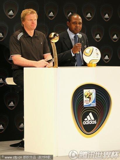 2010世界杯:新金球奖奖杯样式确定 卡恩出席发布仪式