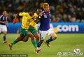 图文:日本1-0喀麦隆 本田圭佑带球奔袭
