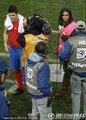图文:西班牙2-0洪都拉斯 卡西女友采访比利亚