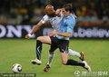 图文:法国VS乌拉圭 阿内尔卡遭严防无计可施