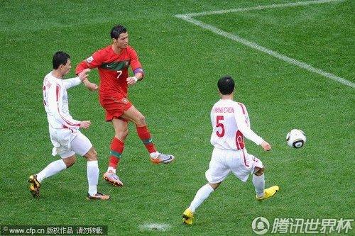 图文:葡萄牙7-0朝鲜 C罗杂耍式进球