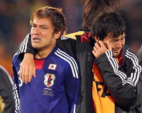日本头号球星释疑缘何输球 球队罪人捂脸抽泣