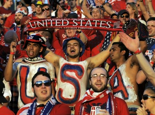 图文:热身赛捷克4-2美国 热情的美国球迷