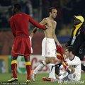 多诺万与对手交换球迷