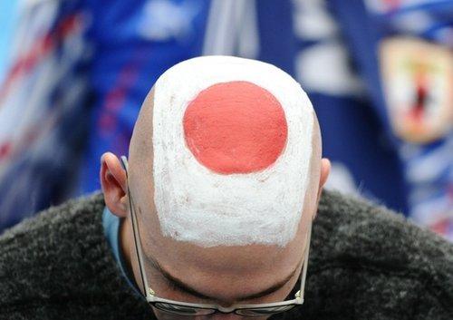 图文:日本点球不敌巴拉圭 球迷激情助威