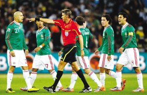 扬子晚报:老马率阿根廷灭墨西哥昂首挺进8强