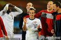 图文:美国1-0阿尔及利亚 队友祝贺多诺万进球