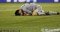图文:日本1-0喀麦隆 日本队守门员扑住皮球
