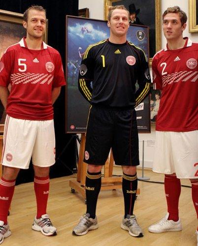 丹麦国家队球衣--延续红色传统