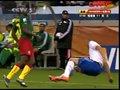 视频:喀麦隆拼抢积极 海廷加回防被直接撞飞