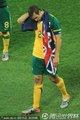 图文:塞尔维亚1-2澳大利亚 尼尔身披国旗