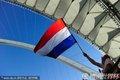 球迷高举国旗