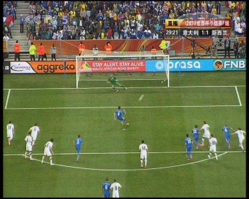 图文:意大利VS新西兰 亚昆塔点球扳平比分