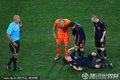 图文:荷兰0-1西班牙 比利亚受伤倒地