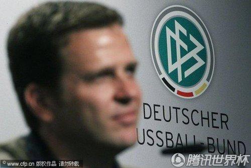 2010世界杯3、4决赛前瞻:德国训练备战 小猪苦练头球
