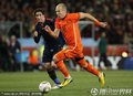 图文:荷兰0-1西班牙 罗本带球突破