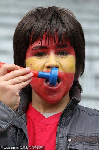 图文:热身赛西班牙1-0韩国 西班牙小球迷
