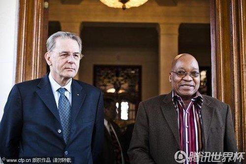 国际奥委会主席罗格(左)与南非总统祖玛(右)进行会谈