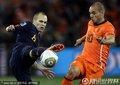图文:荷兰0-1西班牙 伊涅斯塔抢断斯内德