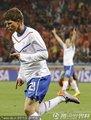图文:喀麦隆1-2荷兰 亨特拉尔庆祝进球