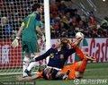 图文:荷兰0-1西班牙 双方球员门前混战