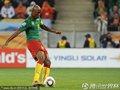 图文:喀麦隆1-2荷兰 埃托奥控球