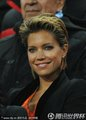 图文:荷兰0-1西班牙 荷兰美女球迷