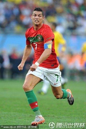 图文:葡萄牙0-0巴西 C罗极速狂奔