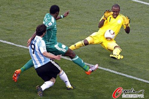 图文:阿根廷1-0尼日利亚 伊瓜因险些破门