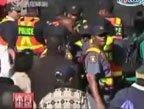 视频:开普敦球迷区开放 首日发生踩踏事件