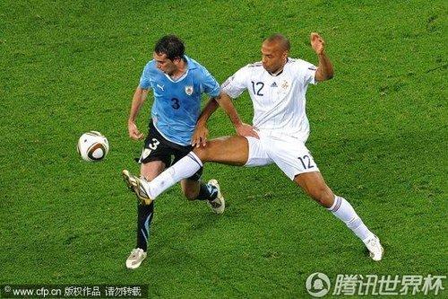2010世界杯小组赛A组首轮:法国0-0闷平乌拉圭