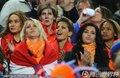 图文:荷兰0-1西班牙 荷兰太太团到场助威