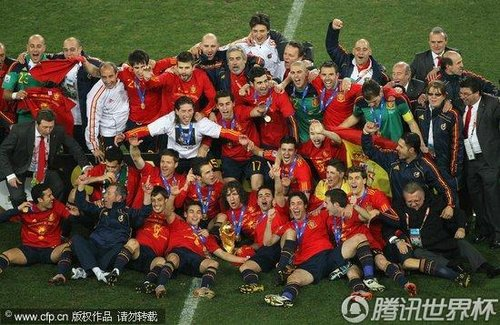 2010世界杯决赛:西班牙1-0荷兰 首次捧起大力神杯