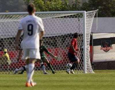 图文:热身赛智利2-0新西兰 帕雷德斯进球