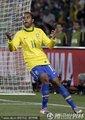图文:巴西3-0智利 罗比尼奥在场上