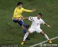 图文:巴西3-0智利 卡卡与桑切斯争抢