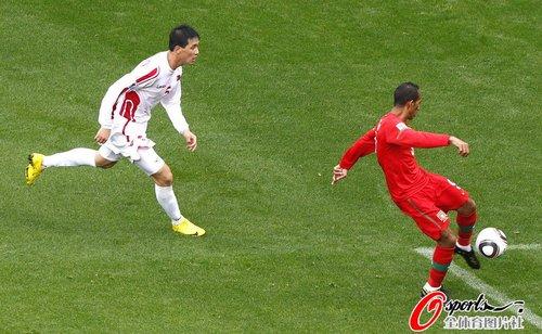 图文:葡萄牙7-0朝鲜 利德松破门瞬间