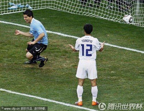 2010世界杯1/8决赛:乌拉圭苏亚雷斯后点小角度破门多角度回放