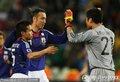 日本队员击掌庆祝