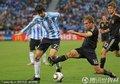图文:德国4-0阿根廷 帕斯托雷带球过人