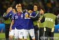 日本队员拥抱