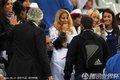 图文:法国0-0乌拉圭 法国太太团集体亮相(10)