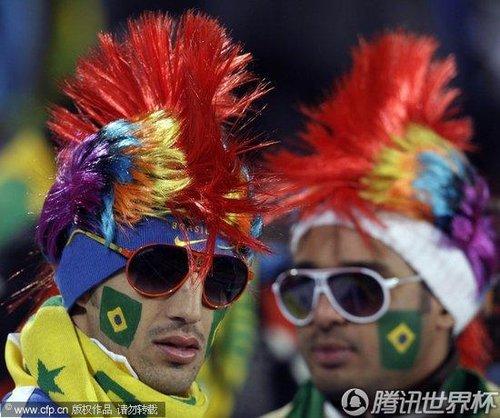 图文:巴西Vs朝鲜 山寨肥罗现身南非(43)