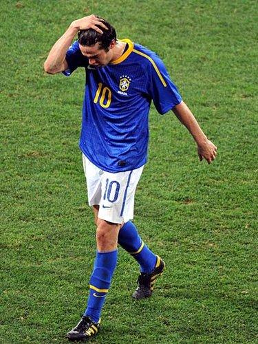 卡卡自曝带伤出征世界杯 巴西队医:他不该上